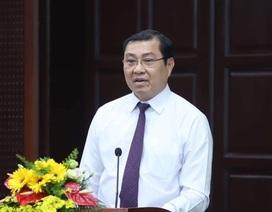 """Chủ tịch Đà Nẵng quay phim, """"cò"""" xe hò nhau... bỏ chạy"""