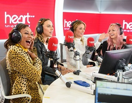 Spice Girls thân thiết trong ngày tái ngộ