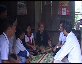 Giáo viên, học sinh trường miền núi tận tâm phụng dưỡng Mẹ Việt Nam Anh hùng