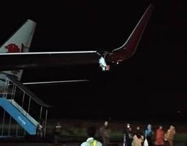 Máy bay Lion Air của Indonesia hỏng cánh vì đâm vào cột ở sân bay