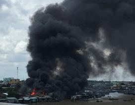 5 căn nhà khu vực chợ nổi bị thiêu rụi, khói lửa đen đặc cả một vùng