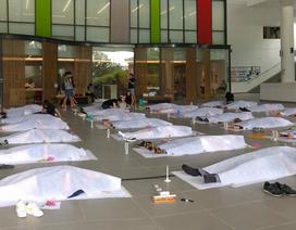 Trường đại học cho sinh viên... đắp khăn tang để trải nghiệm cái chết