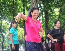 Các cụ già U80 nhảy hiphop cực chất bên Hồ Gươm