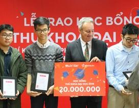 Trao học bổng toàn phần tiếng Anh cho Thủ khoa Đại học năm 2018
