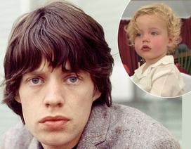 Con trai 2 tuổi giống hệt rocker gạo cội Mick Jagger
