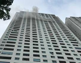 Hà Nội: Chung cư Linh Đàm bốc cháy, cư dân hoảng loạn tháo chạy, 1 phụ nữ tử vong