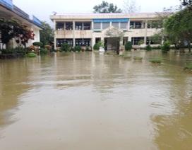 Thừa Thiên Huế: Mưa lớn, hàng ngàn học sinh nghỉ học do nước bủa vây trường học