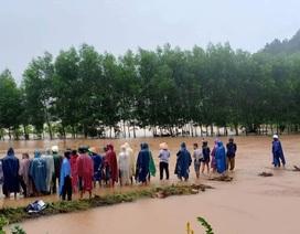 Nam thanh niên bị nước lũ cuốn trôi khi đi qua khe suối