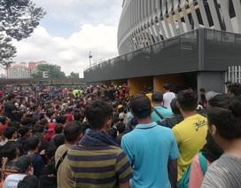 """Người hâm mộ bóng đá Malaysia cũng phải săn vé """"chợ đen"""""""