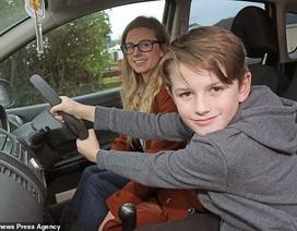Mẹ ngất xỉu khi đang lái xe 100km/h, bé 8 tuổi kịp thời ứng cứu