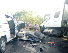 """Xe container nổ lốp """"càn quét"""" trên đường, 12 người nhập viện"""