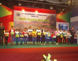 Quảng Bình: Người lính Biên phòng và hành trình nâng bước em tới trường