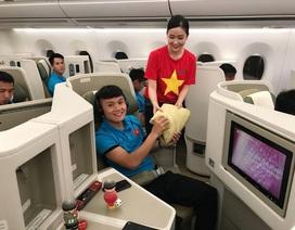 Những hình ảnh đặc biệt trên chuyên cơ đưa đội tuyển Việt Nam về nước