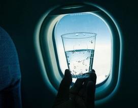 Sự thật khủng khiếp về nước dùng trên máy bay