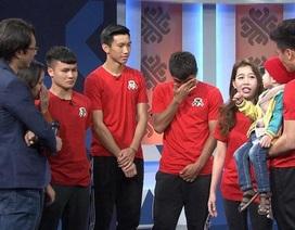 Quang Hải, Đức Chinh... rơi nước mắt trước tình yêu bóng đá của cậu bé 4 tuổi bị u não