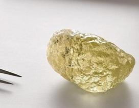 """Chiêm ngưỡng viên kim cương vàng """"khủng"""" hiếm thấy"""