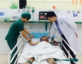 Bé trai 13 tuổi bị vỡ đại tràng vì bạn bơm hơi vào hậu môn