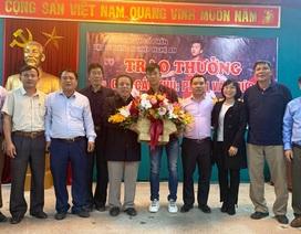 Phan Văn Đức nhận thưởng 100 triệu đồng