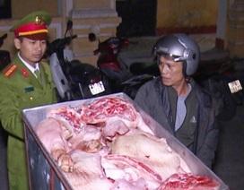 """Hơn 2 tạ thịt lợn thối """"suýt"""" được nhập vào nhà hàng, quán ăn"""