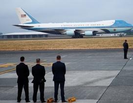 """Tổng thống Trump điều Không Lực Một chở linh cữu Bush """"cha"""" đến Washington"""