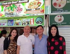 """Rộ ảnh anh em bà Yingluck ăn """"mì Thaksin"""" ở Singapore"""