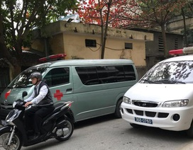 Hàng loạt xe cứu thương chở lãnh đạo đi dự hội nghị?