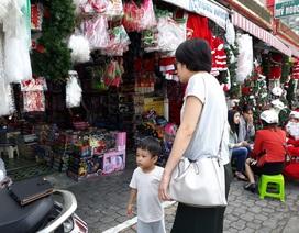 Người Đà Nẵng rủ nhau đi sắm đồ trang trí Giáng sinh