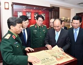Thủ tướng Chính phủ Nguyễn Xuân Phúc thăm và làm việc với Báo Quân đội nhân dân