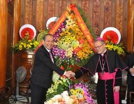Phó Thủ tướng Trương Hòa Bình chúc mừng Giáng sinh Tổng Giám mục Huế