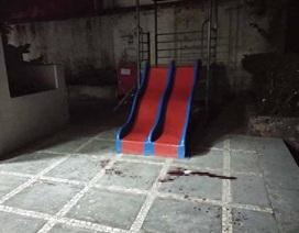 Bị vật cứng rơi trúng đầu khi chơi ở sân chung cư, bé 3 tuổi tử vong