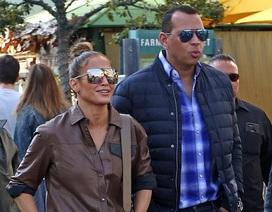 Jennifer Lopez đẹp đôi bên bồ trẻ