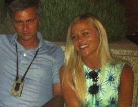 Rời MU, Mourinho lao đao với scandal tình cảm cùng mỹ nhân tóc vàng