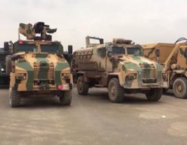 Xe tăng, binh sĩ Thổ Nhĩ Kỳ đổ về biên giới với Syria