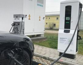 BMW và Porsche thử nghiệm hệ thống sạc nhanh cho xe chạy điện