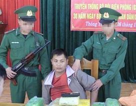"""Bắt người Lào vận chuyển ma túy """"khủng"""" vào Việt Nam"""