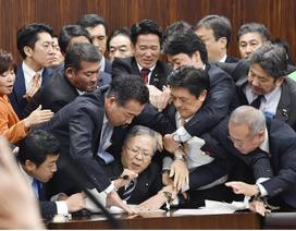 """Nhật Bản tranh cãi chuyện """"trải thảm"""" đón lao động nước ngoài"""