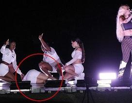 Iggy Azalea bị chỉ trích vì vẫn hát khi vũ công ngất xỉu bên cạnh