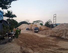 """Ninh Bình: Chủ tịch huyện """"vi hành"""" bắt quả tang bãi cát """"lậu"""" hoạt động chui!"""