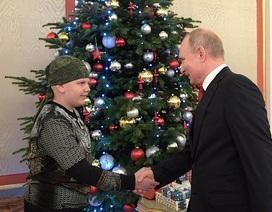 Tổng thống Putin bắt tay vị khách 10 tuổi tại điện Kremlin