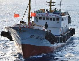 """Tokyo """"tố"""" tàu cá Trung Quốc xâm phạm vùng biển, bỏ chạy cùng 10 thanh tra Nhật Bản"""