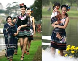 Vẽ tình ca bằng lụa Bảo Lộc và thổ cẩm K'Ho, Châu Mạ bên hồ Xuân Hương