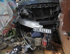 Tránh xe máy, ô tô lao lên vỉa hè tông chết một phụ nữ
