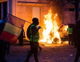 Pháp cân nhắc ban bố tình trạng khẩn cấp vì bạo loạn tồi tệ nhất 50 năm