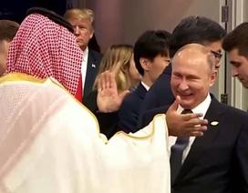 """Điện Kremlin lý giải màn """"đập tay"""" giữa Tổng thống Putin và Thái tử Ả rập Xê út"""