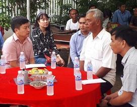 Trao quà gia đình 4 công nhân bị tai nạn tại Trà Vinh
