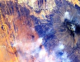 Sự bất thường dưới lục địa châu Phi làm yếu từ trường Trái đất?