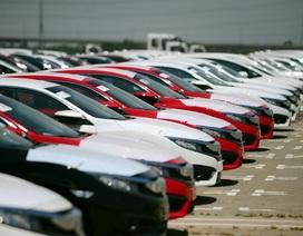 Ô tô con được đà giảm giá mạnh, riêng dòng xe này lập tức tăng lên