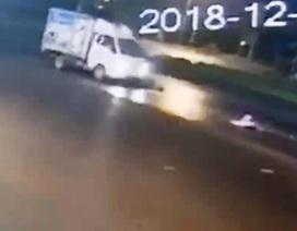 Lái xe tải tông cụ bà đi xe đạp rồi bỏ chạy
