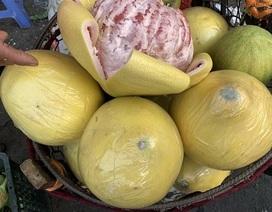 Bưởi Trung Quốc khổng lồ, vỏ vàng bóng tràn về chợ Việt