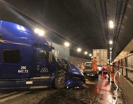 """Xe tải, container """"đấu đầu"""" trong hầm Hải Vân, ách tắc giao thông Bắc - Nam"""